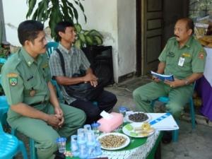 Wawancara dengan Kepala Kelurahan dan Tokoh Masyarakat